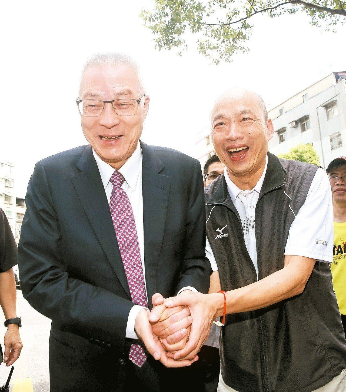 吳敦義(左)選前之夜幫鄭世維站台拉票,拜託大家投給鄭世維,給國民黨一個重返執政的...