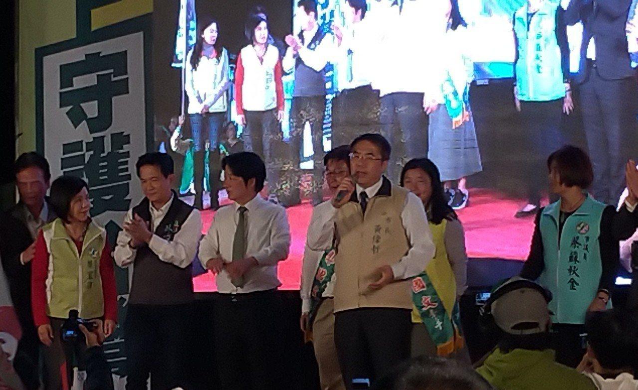 台南市長黃偉哲為郭國文站台輔選。記者莊琇閔/攝影
