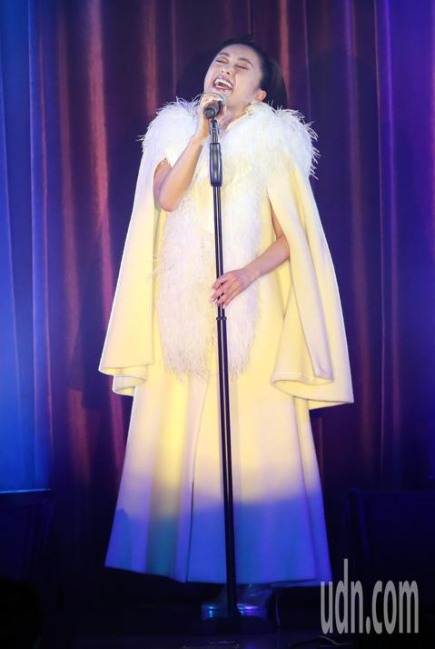 1986年以歌手身份出道、至今出道已經超過30年的酒井法子,90年代在亞洲大紅,奠定清純女神的地位,。她更是第一位在台灣開演唱會的日本歌手。酒井法子今明兩天在台北、台中福華大飯店舉行兩場《台灣好!頂...