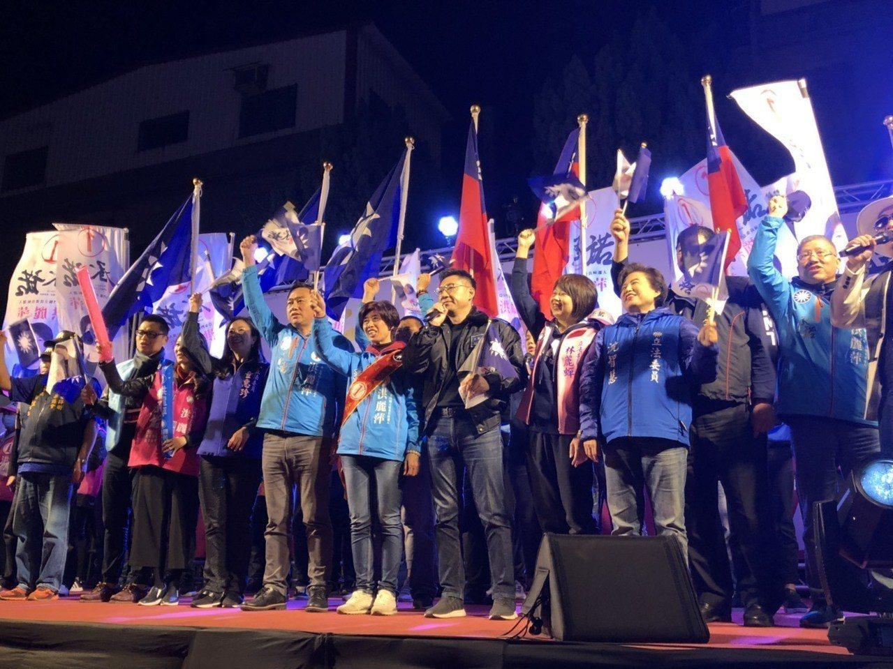 國民黨徵召的候選人洪麗萍的「選前之夜」,邀請眾多國民黨的大咖跨海助陣,包括國民黨...
