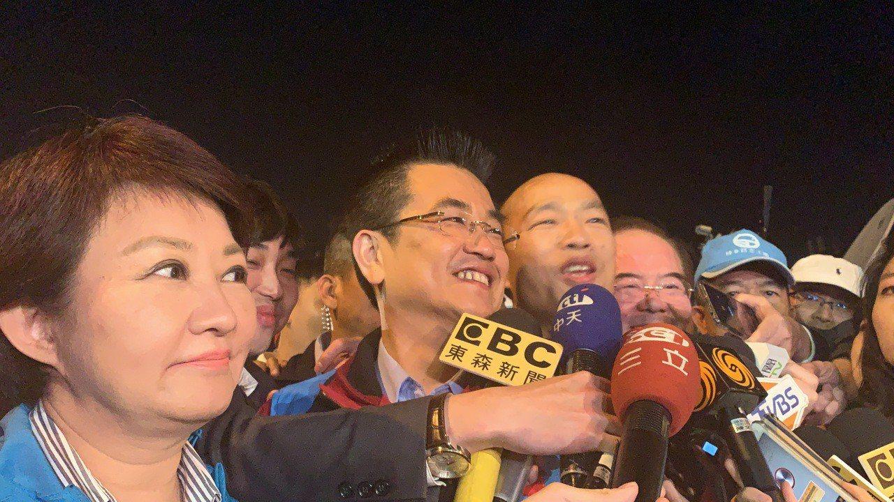 群眾見韓國瑜到場,瘋狂推擠搞喊「選總統」,場面一度失控。記者巫鴻瑋/攝影