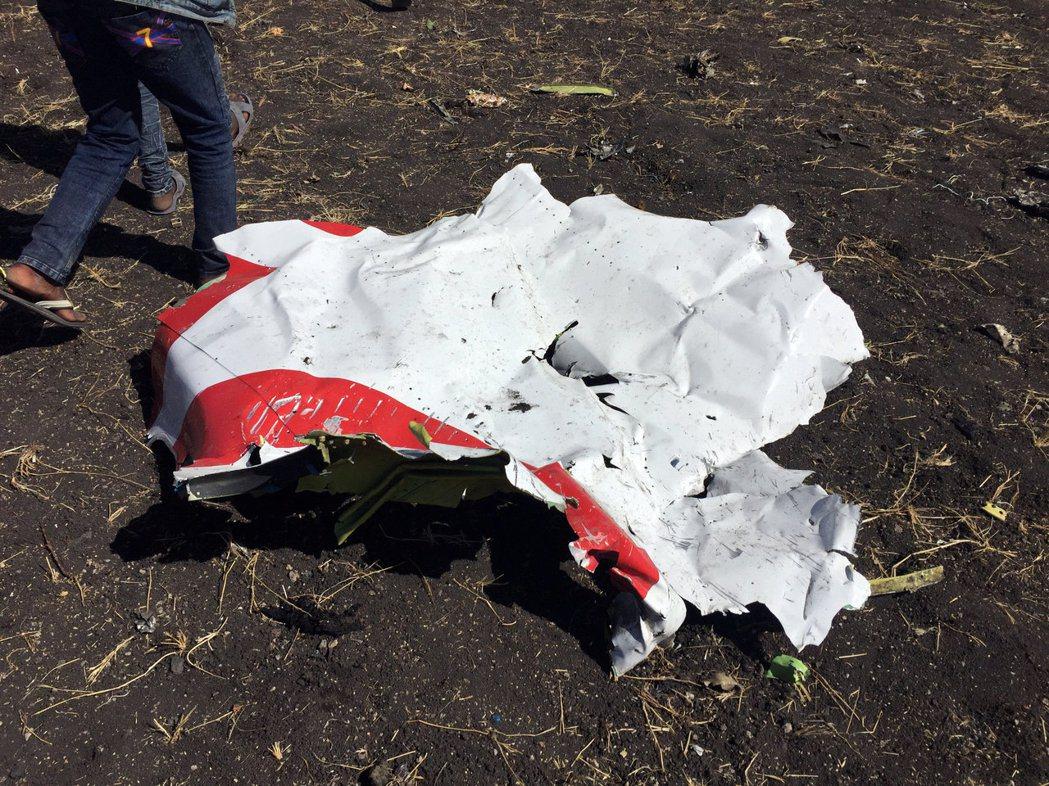 衣索比亞航空波音737 MAX飛機,10日在衣索比亞墜毀。圖為失事現場飛機殘骸。...