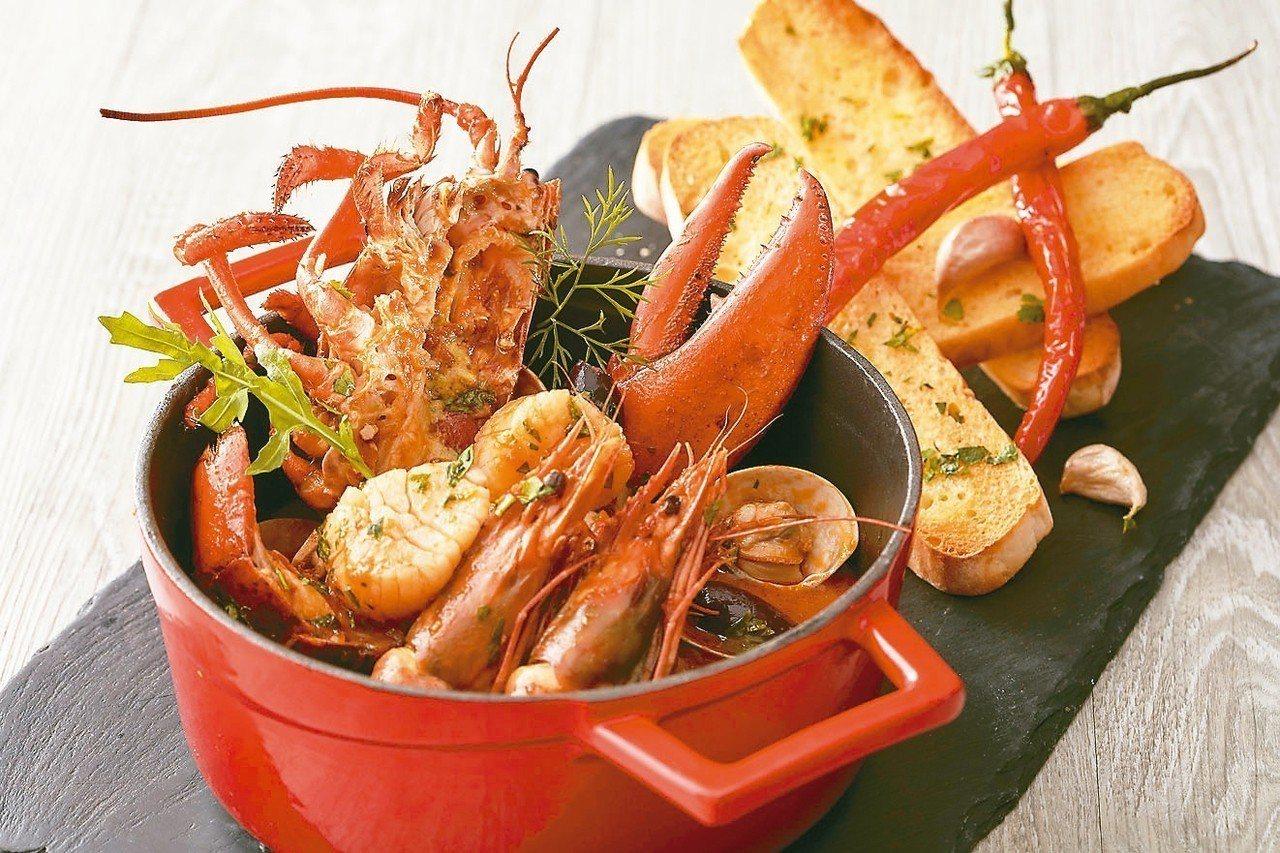 托斯卡納風格辣味燉煮海鮮襯蒜味普切塔。 圖/業者提供