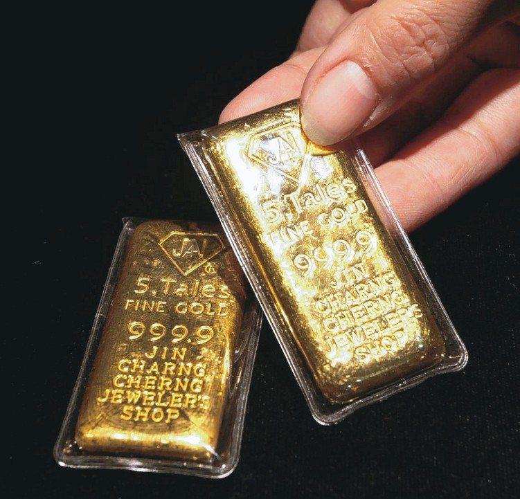 市場避險情緒升溫,推升金價突破1300元關卡,黃金基金績效水漲船高。 圖/聯合...