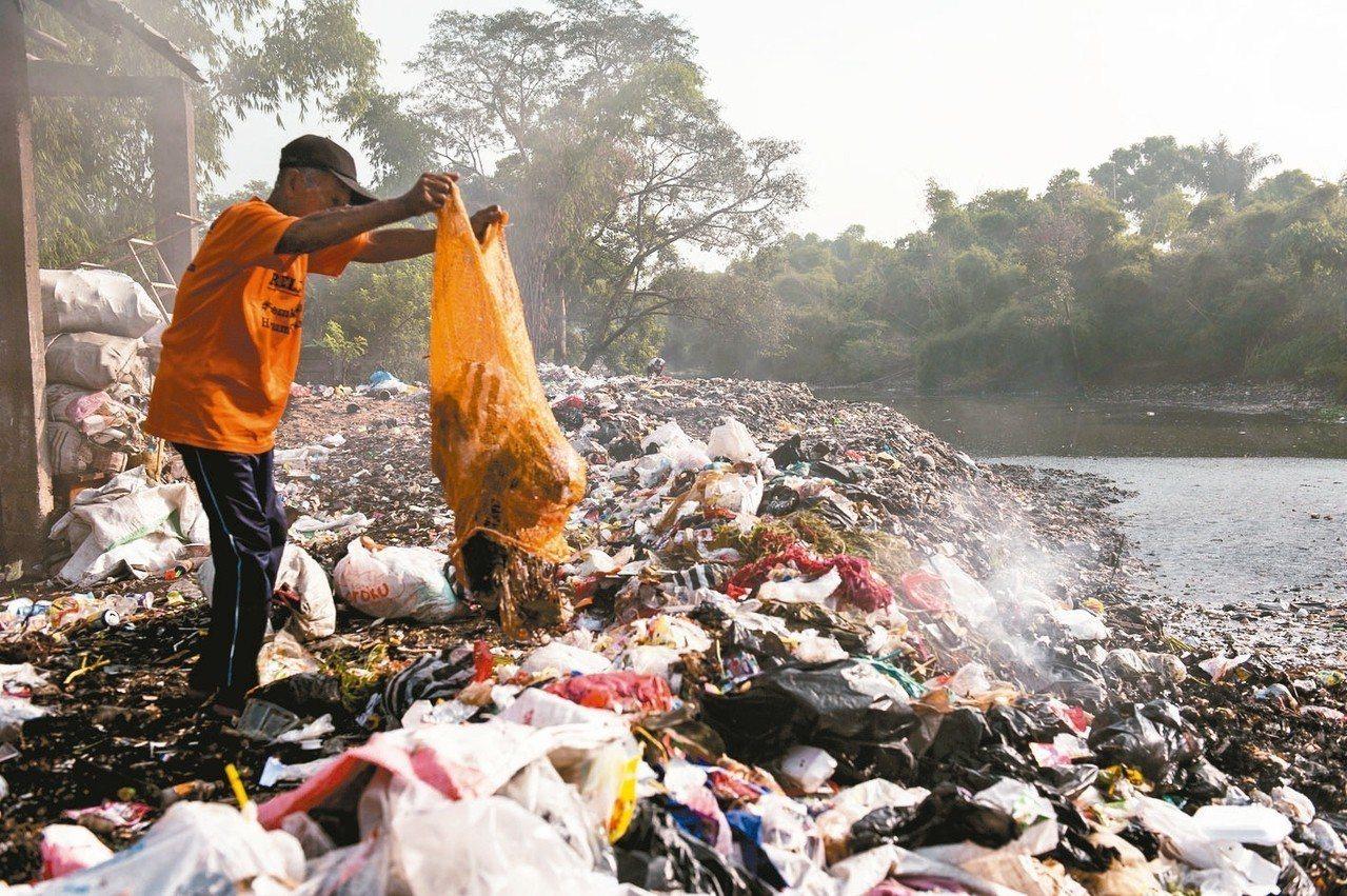 全世界每年有800萬噸塑膠流入海洋。 歐新社