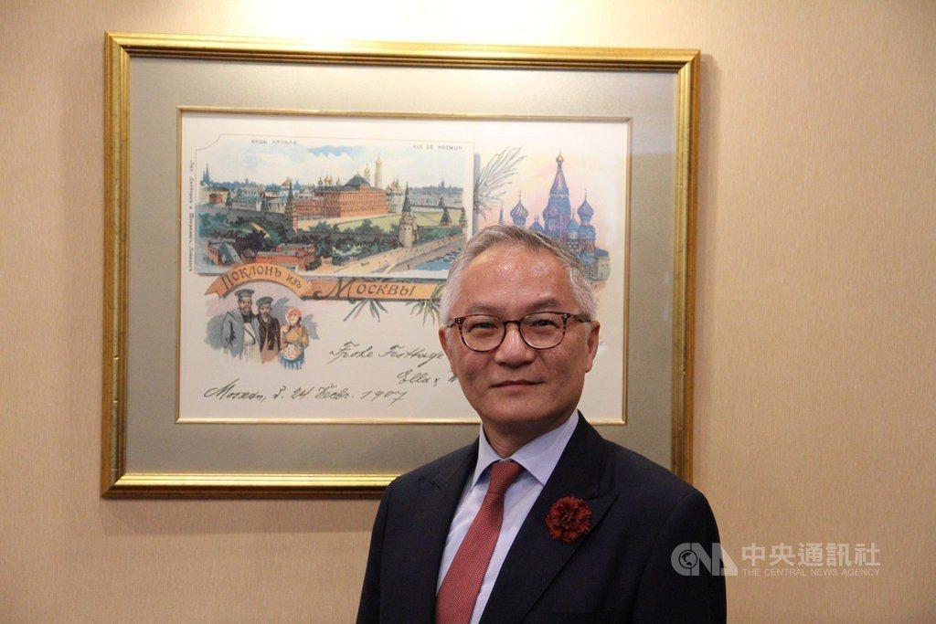 駐俄羅斯代表處去年在莫斯科舉行107年雙十國慶酒會,當時站在台上以俄語致詞、冷不...