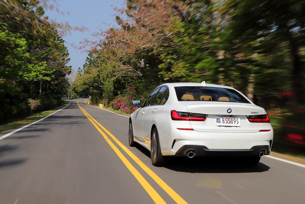 透過來、回超過200km遠的長途路線規劃,仔細感受全新G20世代BMW 3系列房車的各項進化。 記者張振群/攝影
