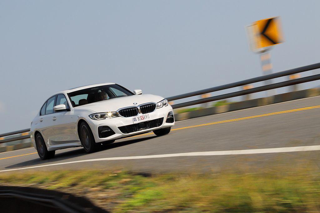 或許不少人認為六缸才是BMW性能房車的精隨,但在試駕全新G20世代330i房車後...