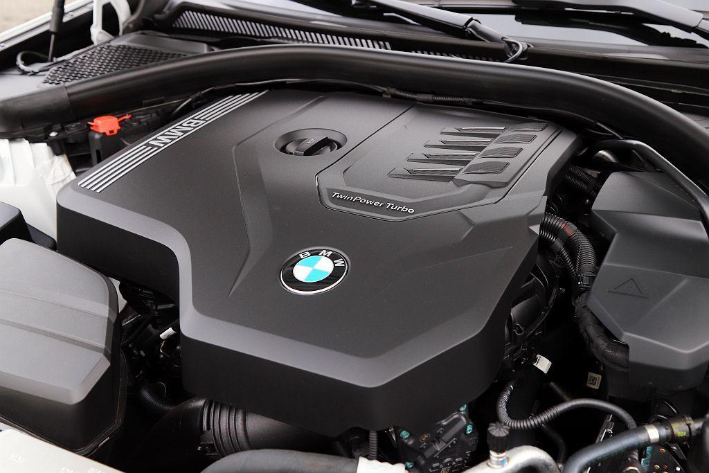 此具2.0L渦輪增壓引擎不只肩負320i、330i兩車型動力來源,在330i上最大馬力更調升至258hp、峰值扭力40.8kgm表現。 記者張振群/攝影