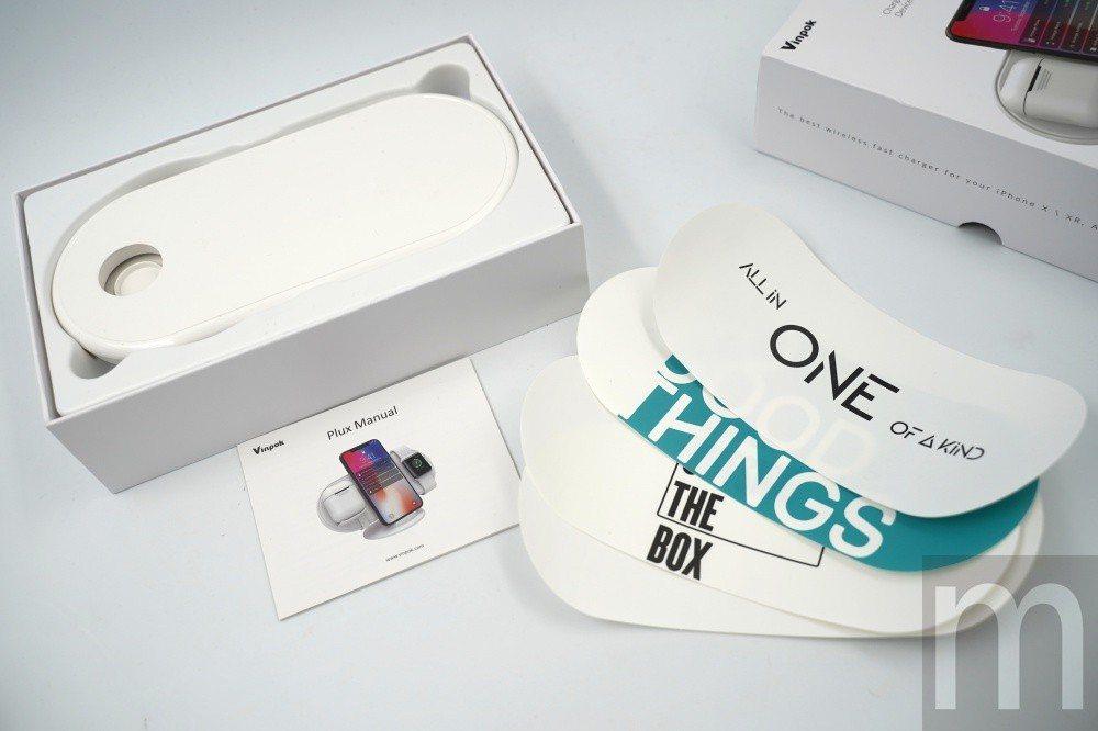 盒裝內包含可黏貼在充電盤表面的貼紙