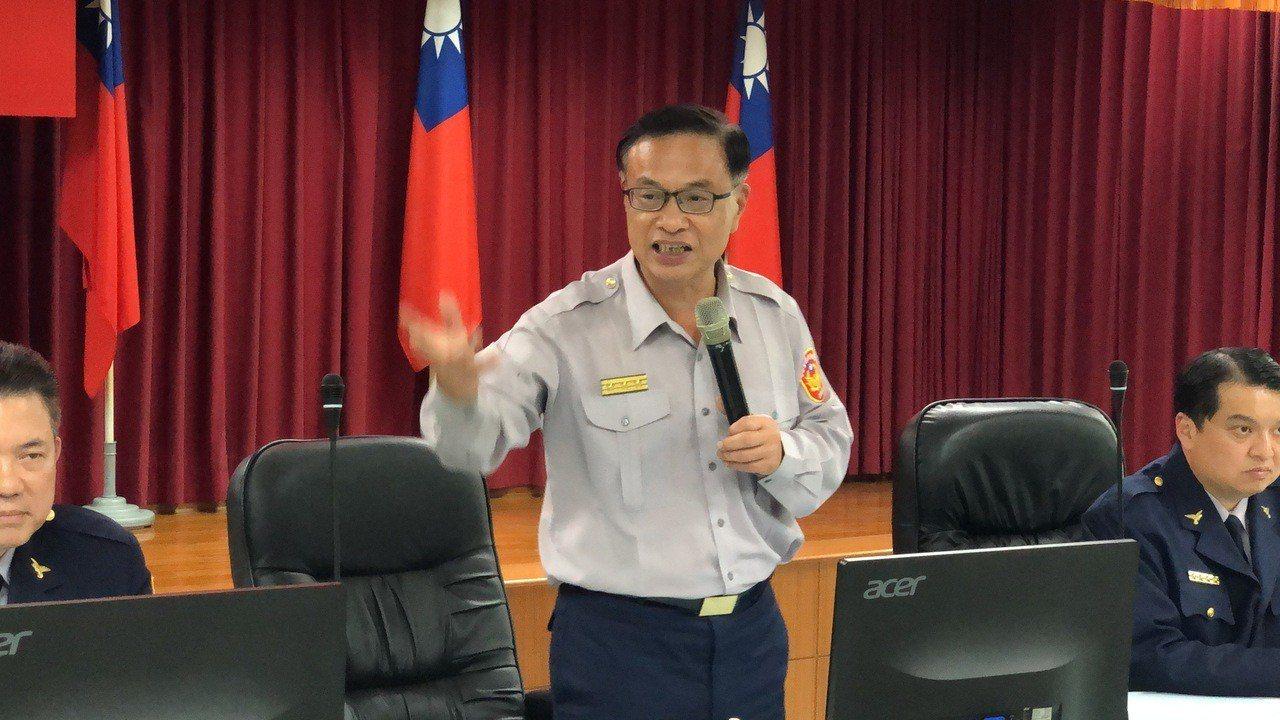 台南市警局長黃宗仁強調,台南不會讓第一線員警以血肉之軀去拚命,而是動用治安會報所...