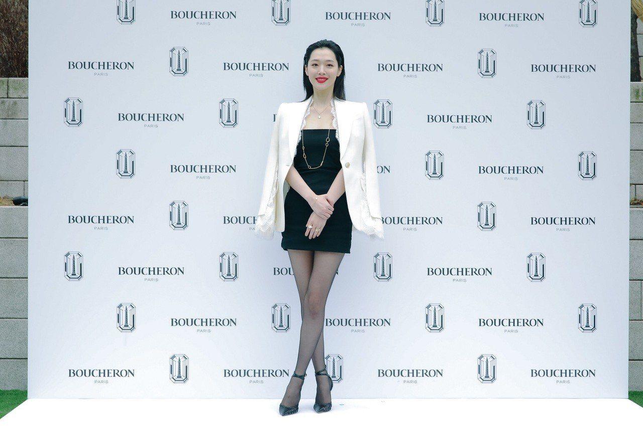 崔真理出席寶詩龍首爾活動穿迷你短裙秀出美腿。圖/寶詩龍提供