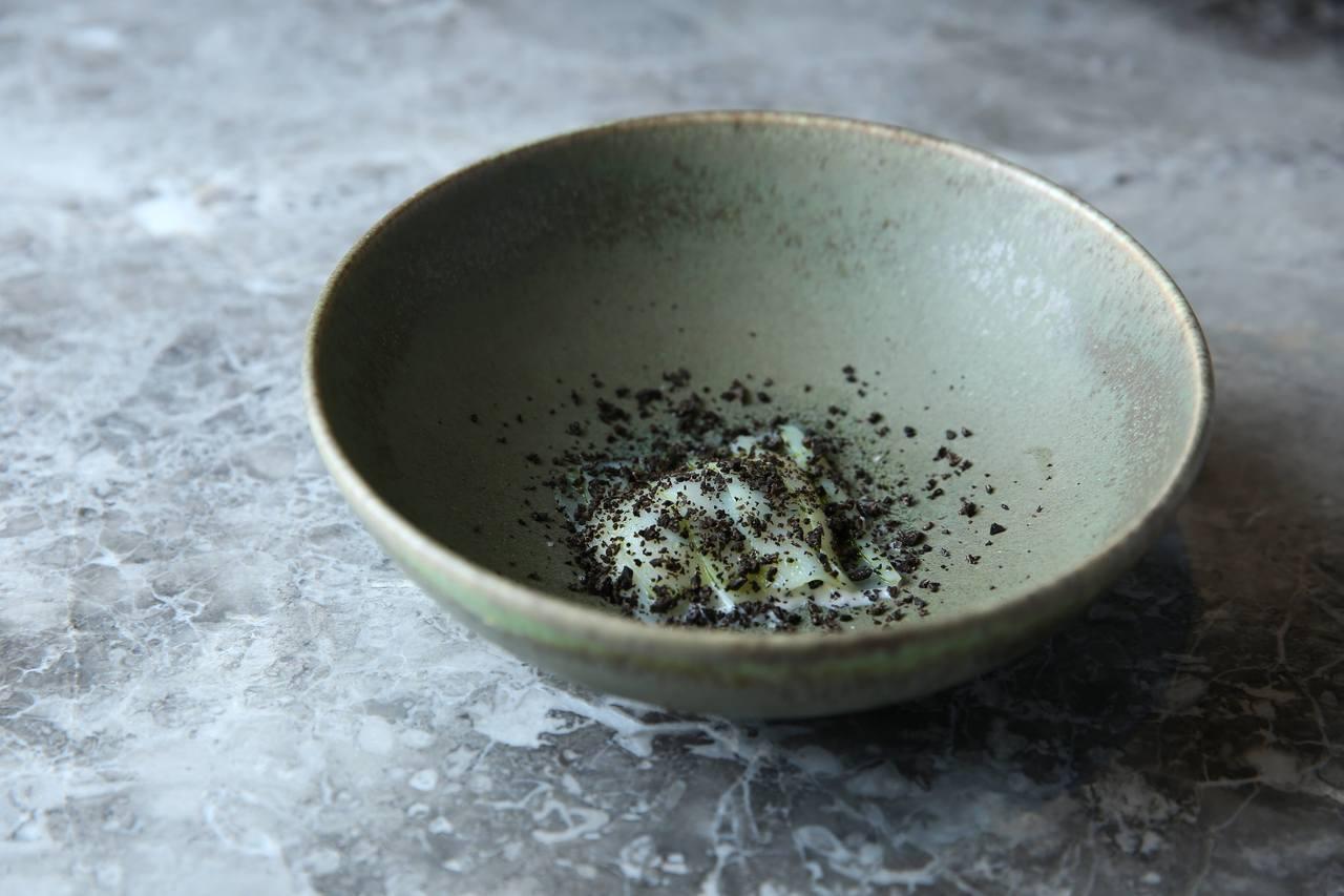 基爾達菜色「烏賊薄片與絲綢乳酪黑松露」。圖/蘭餐廳提供