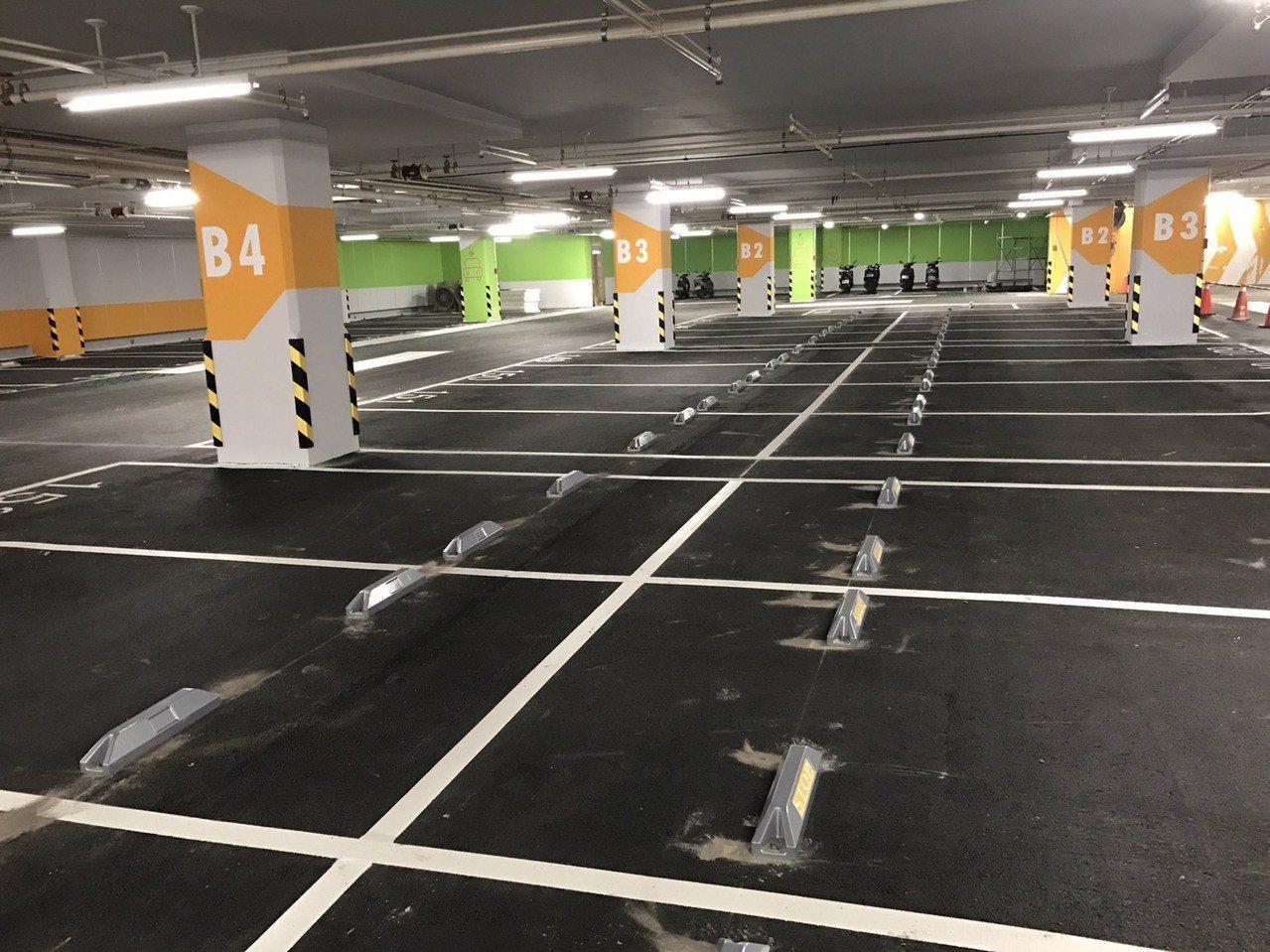 三重商工地下停車場將採車牌辨識、車位在席偵測系統等智慧停車服務,其中車位在席偵測...