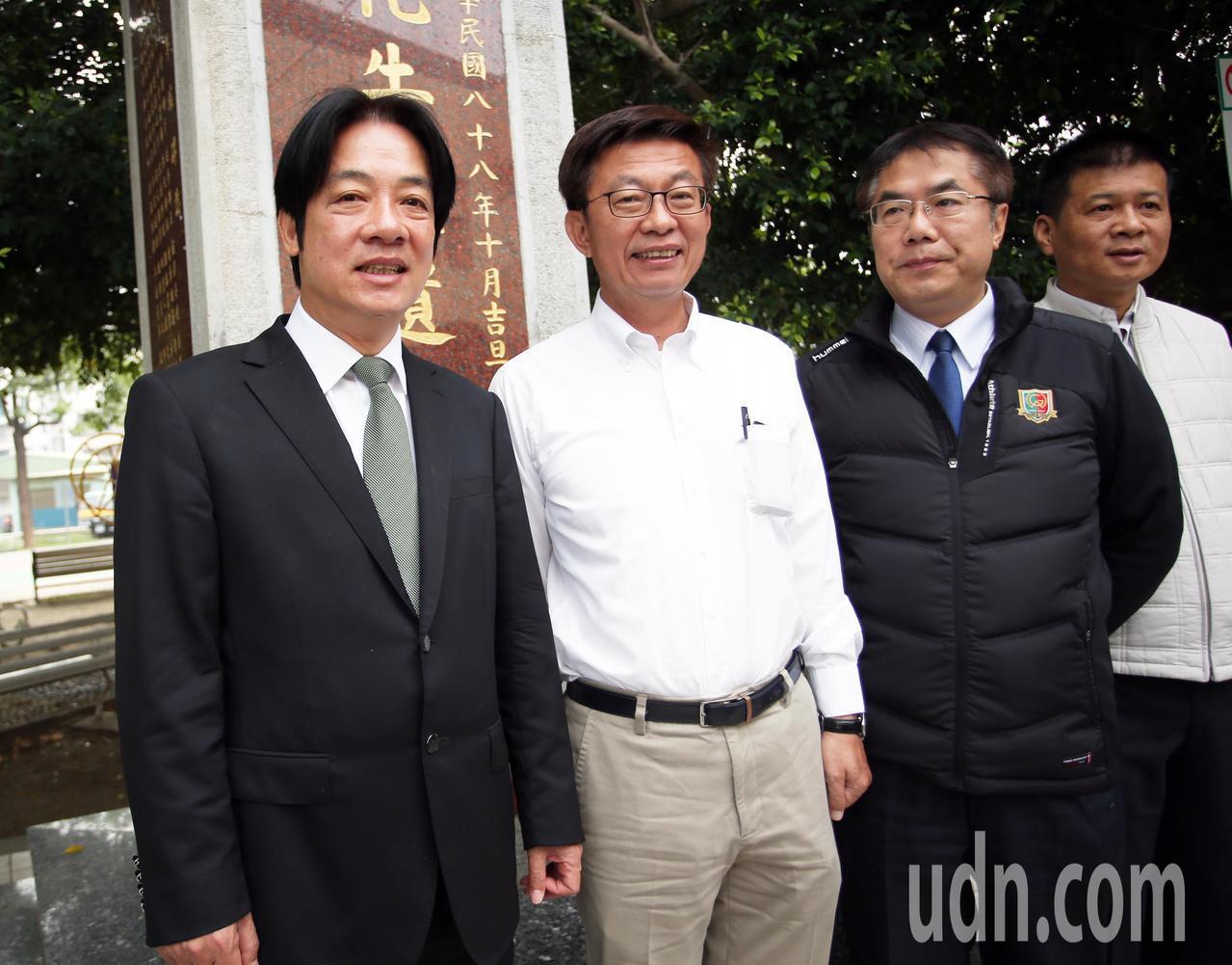 行政院前院長賴清德(左)與台南市長黃偉哲(右二)陪同民進黨提名的立委補選候選人郭...