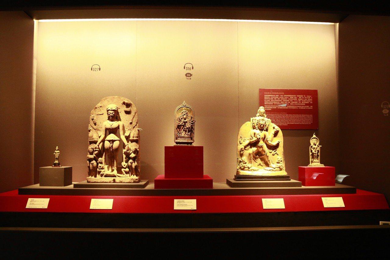 故宮博物院新入藏的10世紀越南占婆王朝「林迦罩」(lingakosha) ,「占...