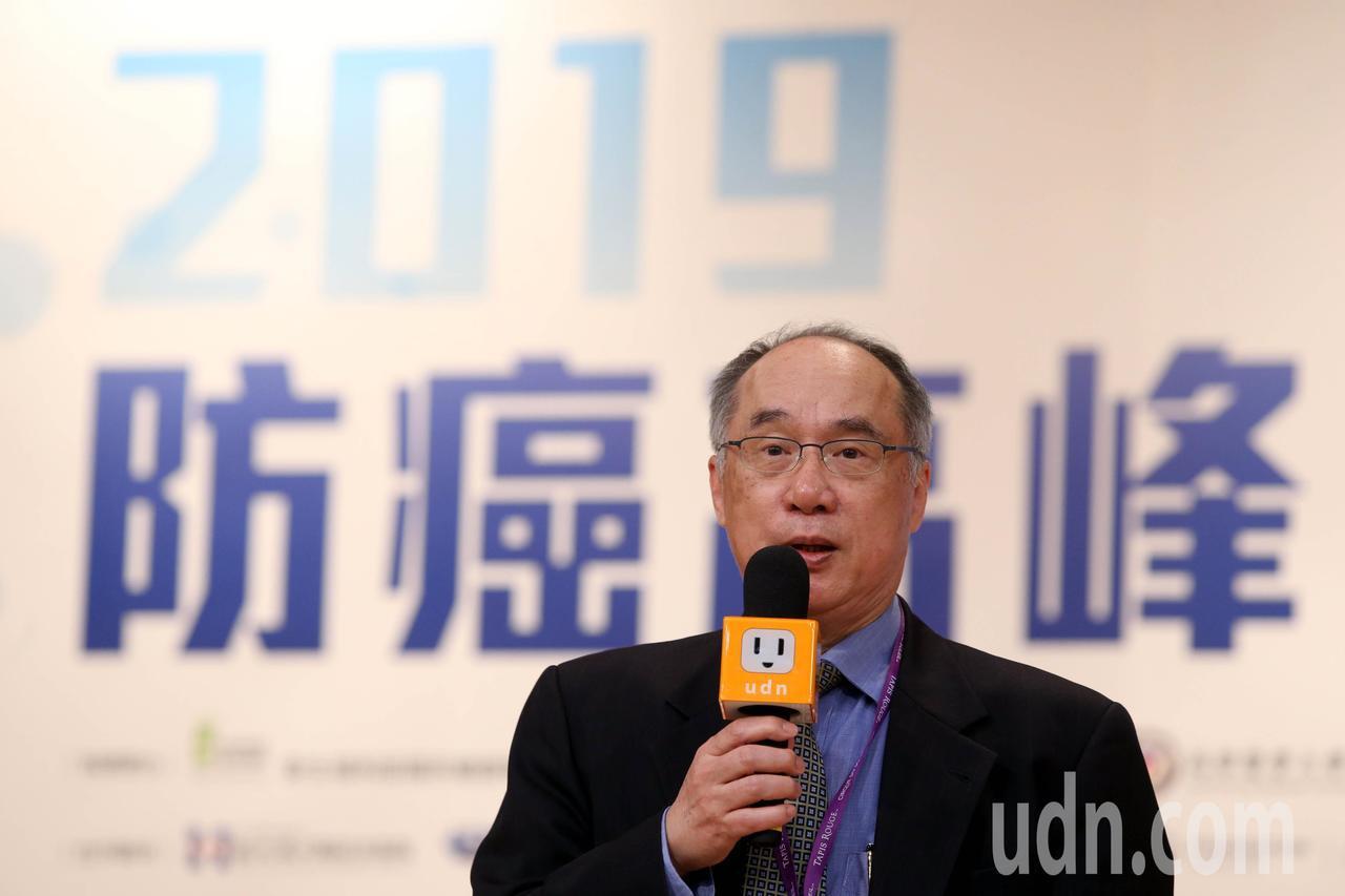 國衛院院長梁賡義(圖)表示,國內癌症人數不斷上升,尤其台灣進入高齡社會,癌症議題...