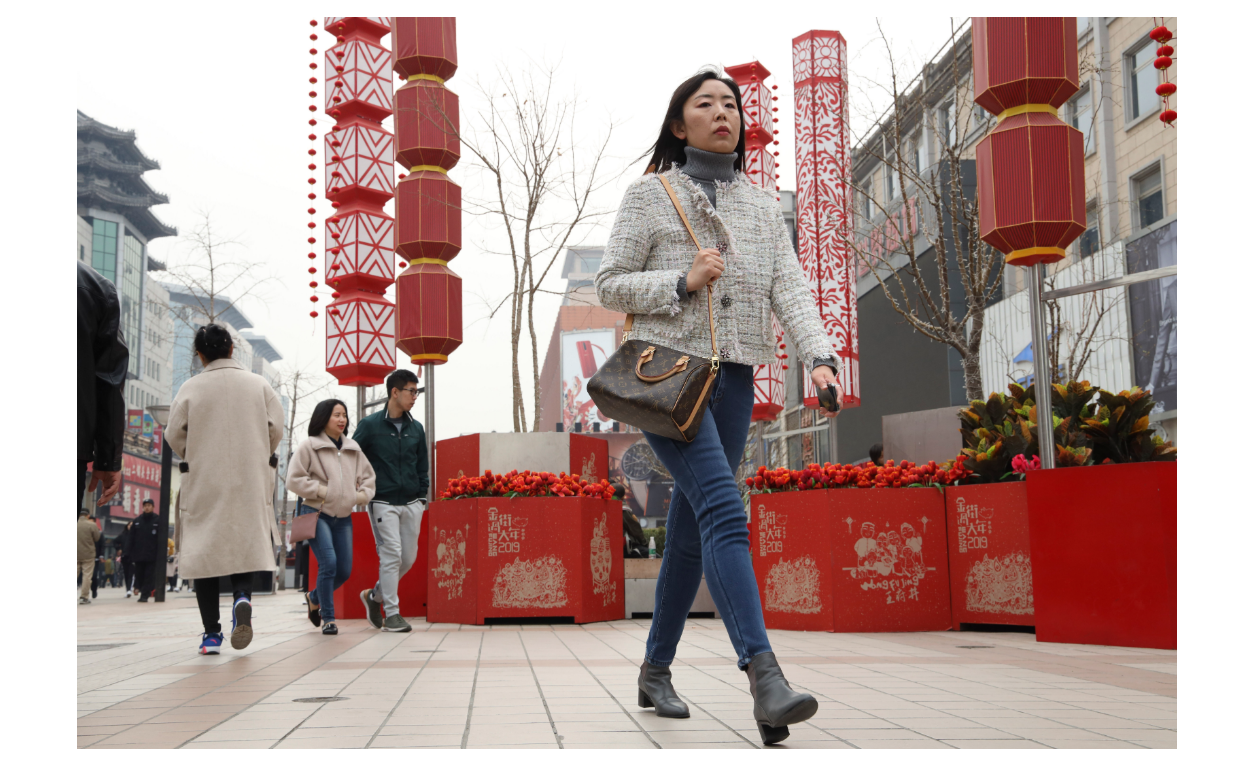 圖為北京王府井步行街。(美聯社)