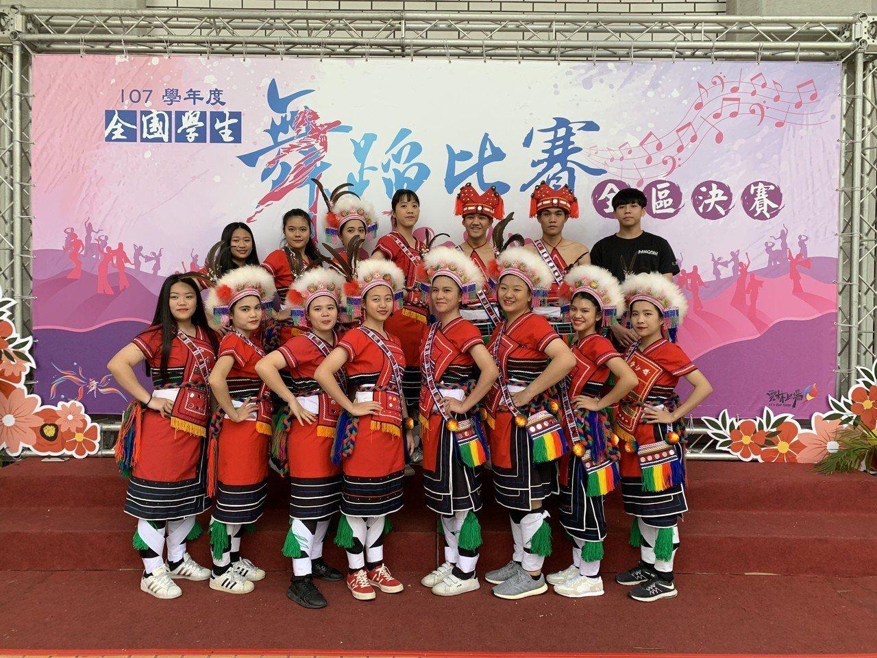 花蓮高商原舞社參加全國學生舞蹈比賽,再次獲得民俗舞丙組冠軍。圖/花蓮高商提供