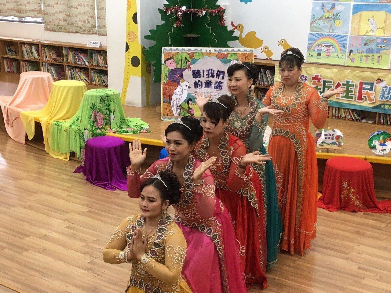 雲林縣政府鼓勵新住民透過閱讀創作,傳遞母國文化,今天發表由5位新住民共同創作的「...