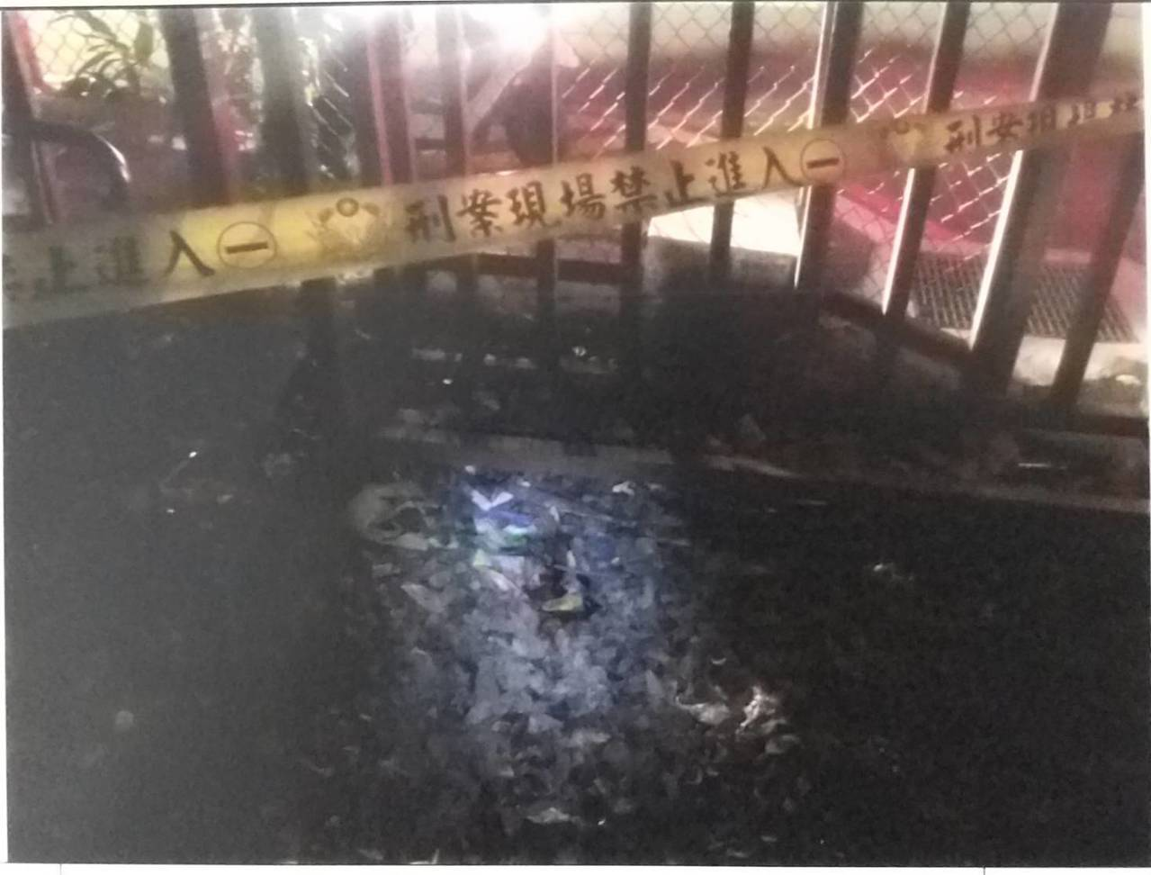新北市17歲詹姓男子昨晚疑似因家庭管教問題,從8樓住處跳樓自殺,救護人員到場時已...
