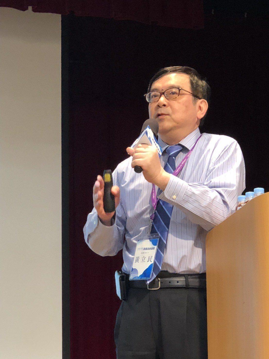 台大醫院小兒部主任黃立民(圖)表示,預防病毒就能減少癌症發生率,子宮頸癌病兆都有...