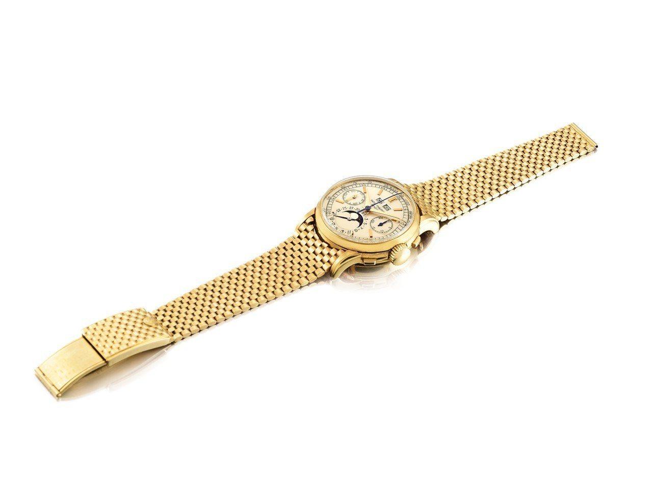 名表拍品中的領拍之作為百達翡麗 2499 型號黃金月相萬年曆計時腕表,估價約3,...