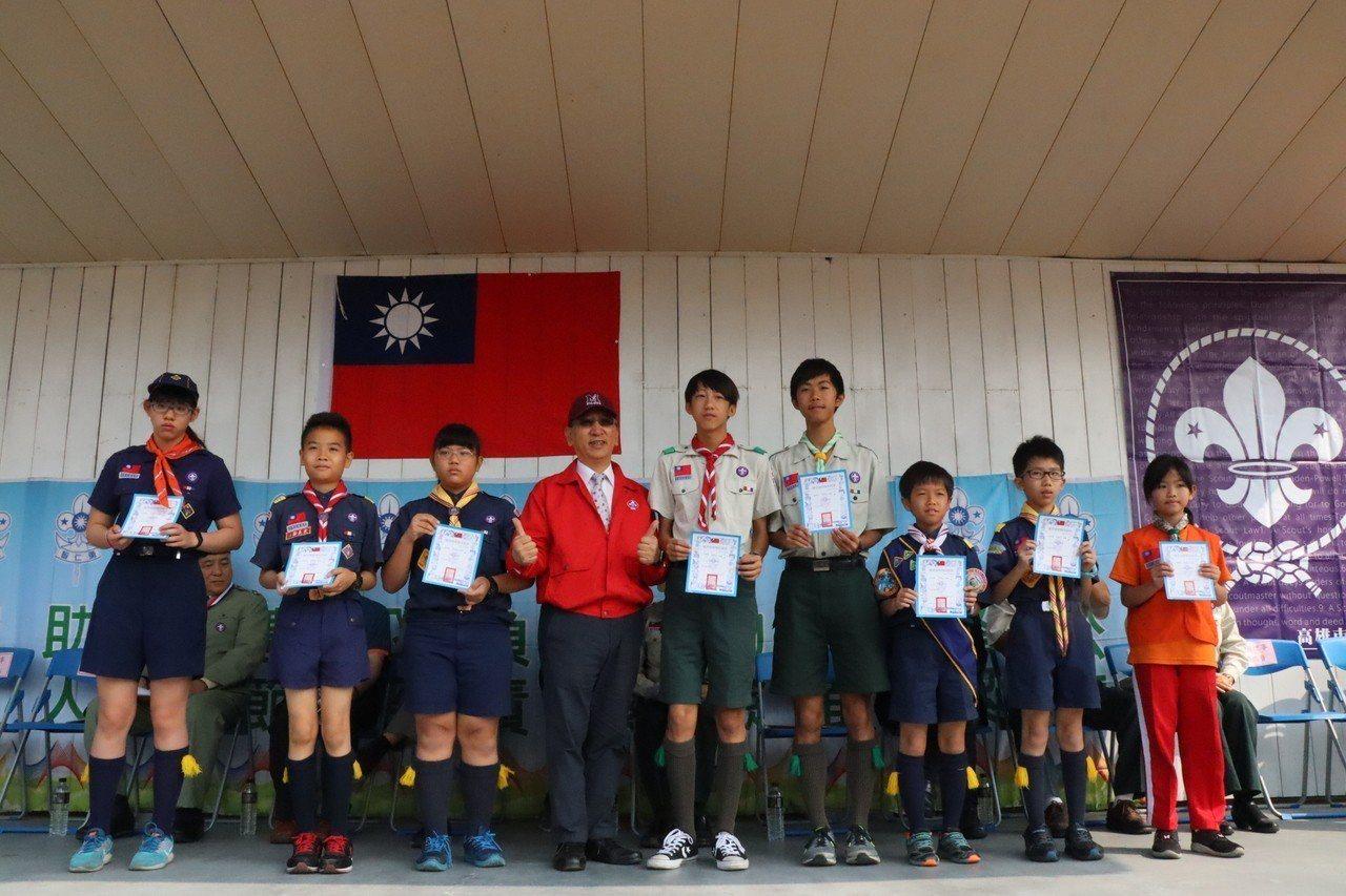 高雄市童軍節大會頒獎表揚優秀童軍單位與個人。記者徐如宜/攝影
