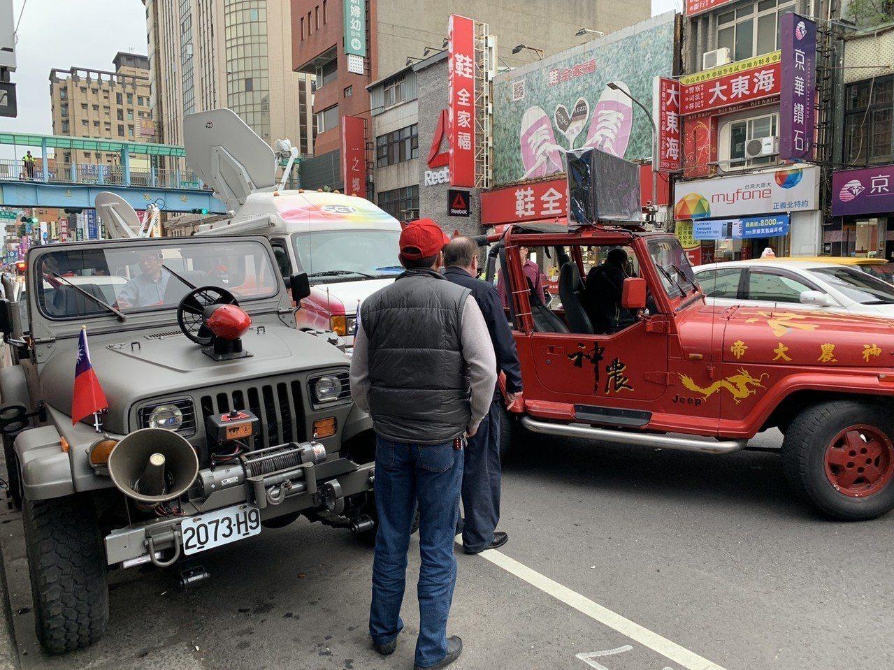 鄭世維競總外已備好戰車。記者張曼蘋/攝影
