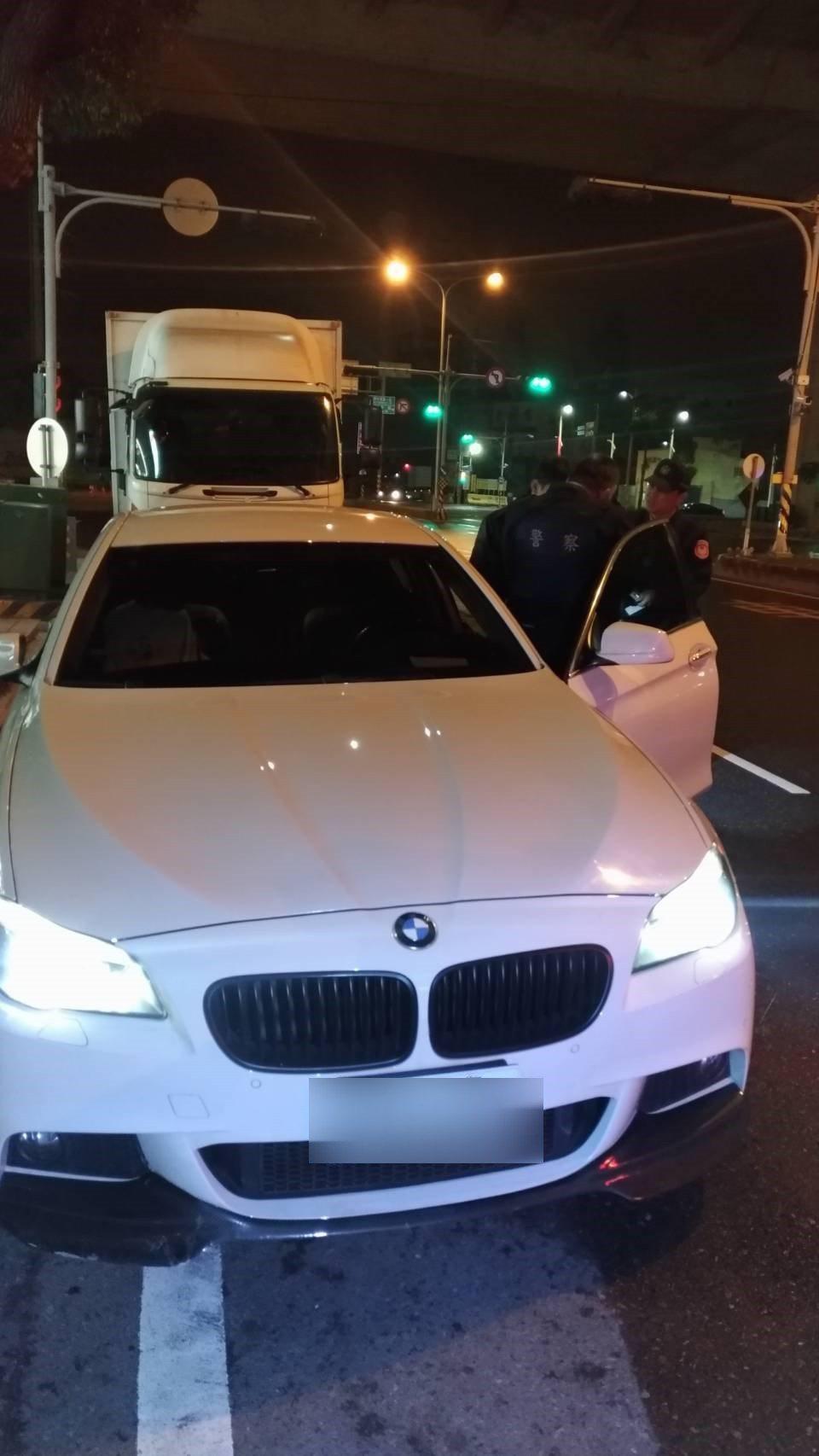 警方在陳男車上起出毒咖啡包,並測出呈二級毒品甲基卡西酮毒品陽性反應,即俗稱的「喪...