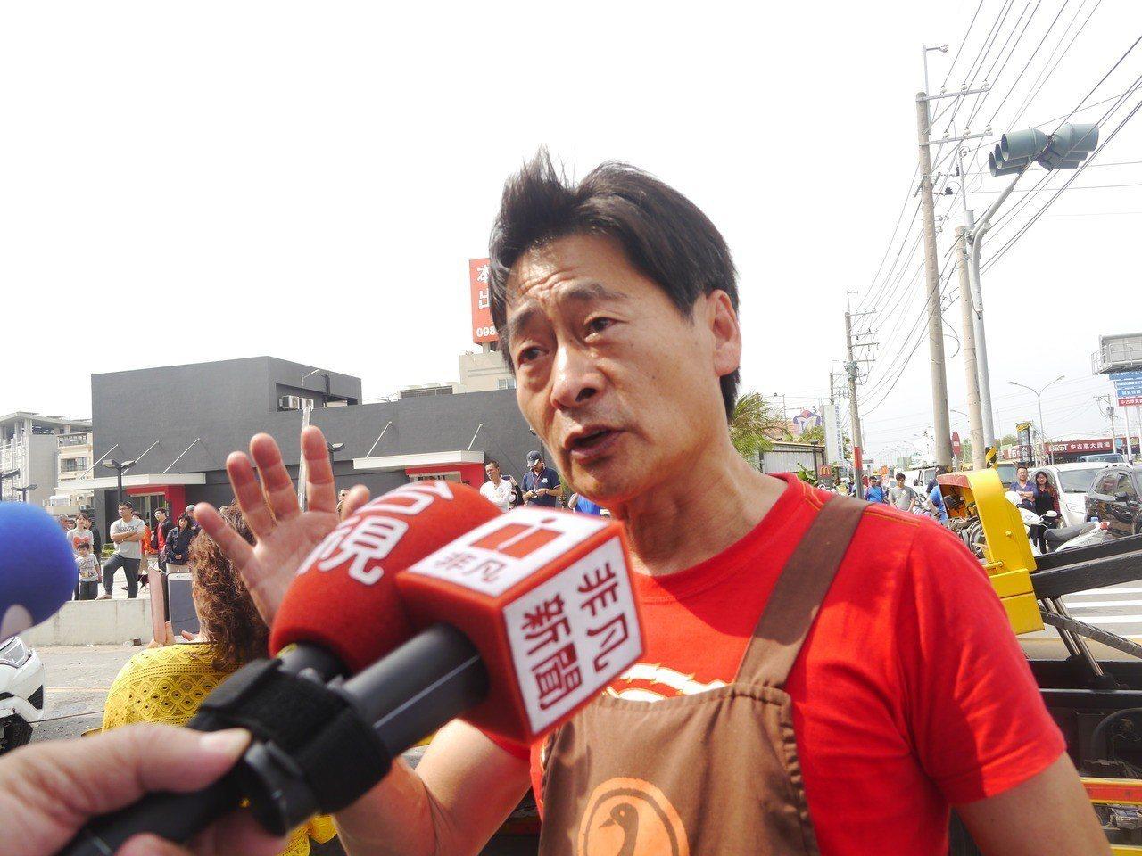 仁武烤鴨開店30年,老闆劉建昌平日熱心公益。記者徐白櫻/攝影