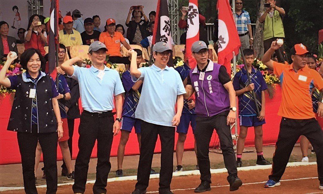 第54屆六堆運動會今天在屏東縣內埔國中登場,因內埔鄉是「棒球搖籃」美和中學所在地...