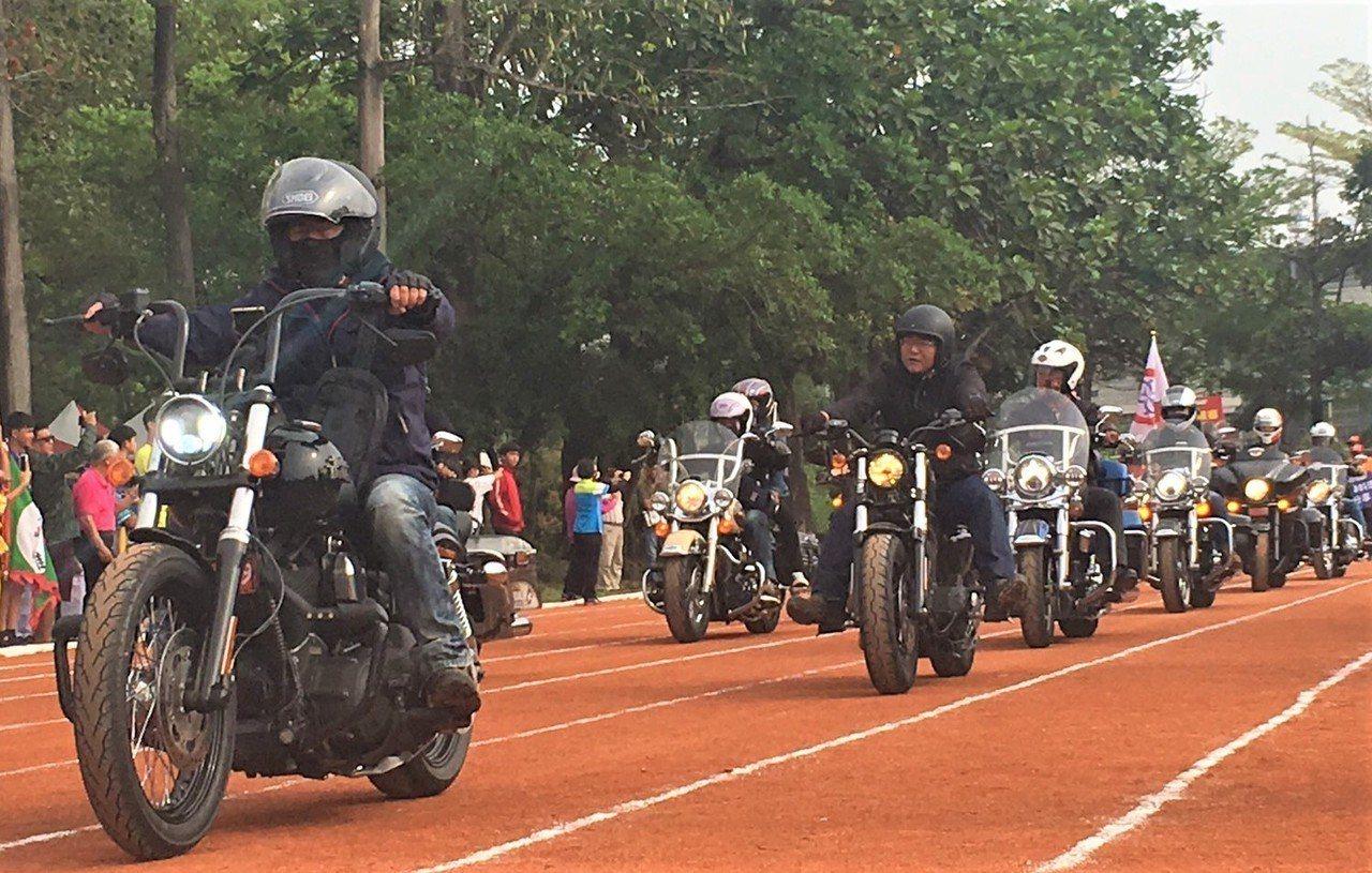 又稱「大武山下小奧運」的六堆運動會,今天在屏東內埔國中舉行開幕典禮,內埔鄉長鍾慶...