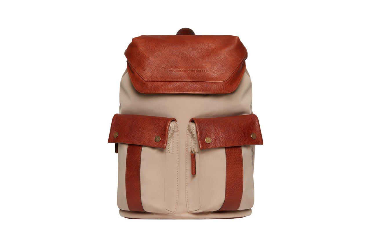 男裝雙口袋拼色後背包,售價13萬5,000元。圖/BRUNELLO CUCINE...