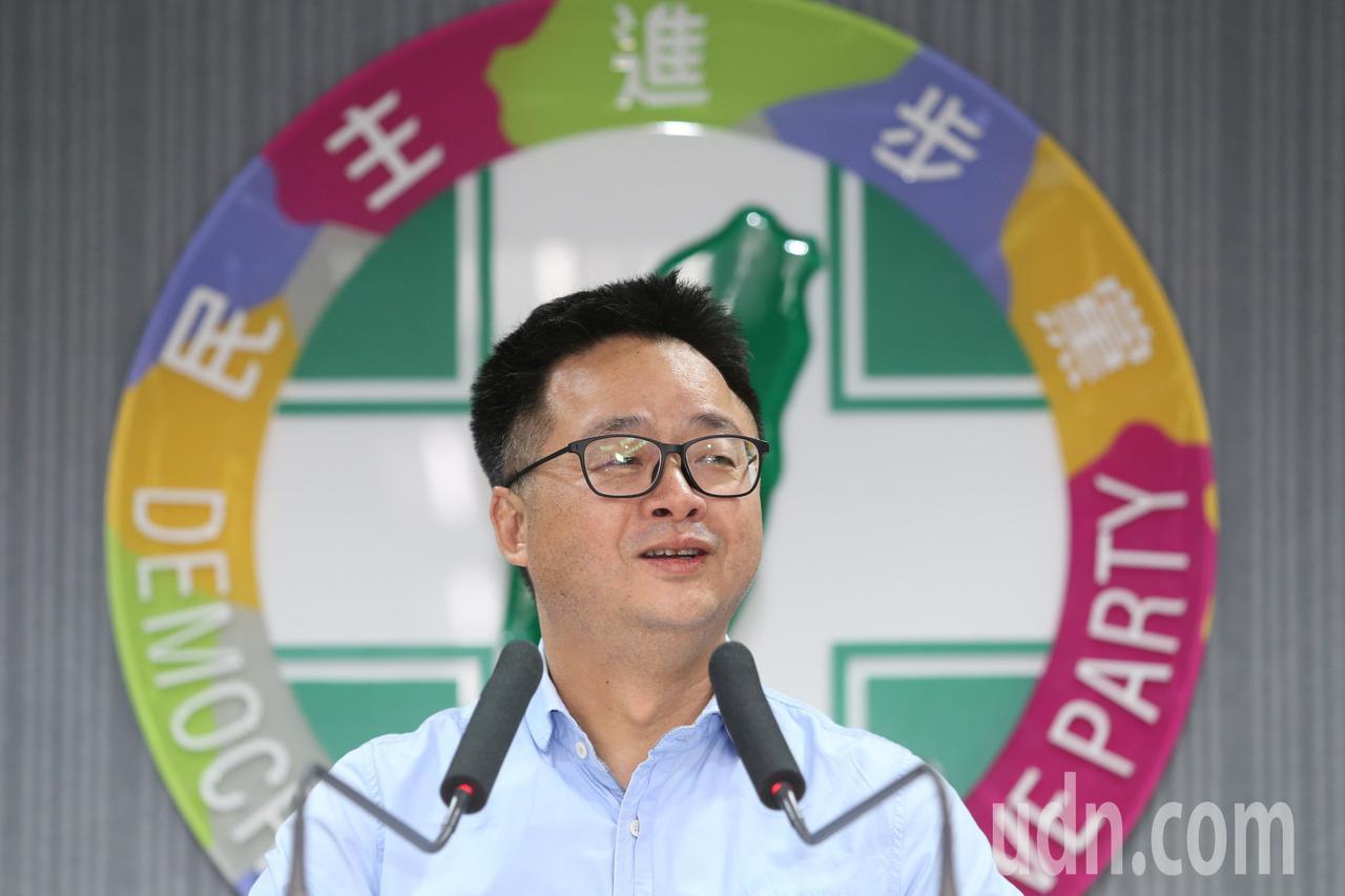 立委補選結果出爐,民進黨守住新北、台南兩席,秘書長羅文嘉晚間舉行記者會,他說選舉...