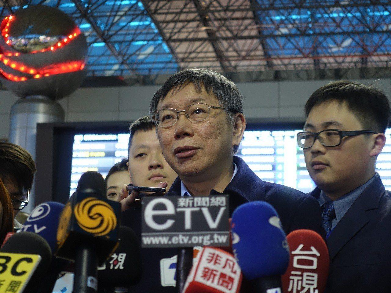 台北市長柯文哲直言,坦白講,如果這兩席還是國民黨會贏,「那真的就是太過份了」,因...