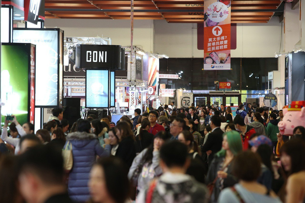 2019春夏國際美容化妝品展開展3天湧入約6萬人逛展。記者林澔一/攝影