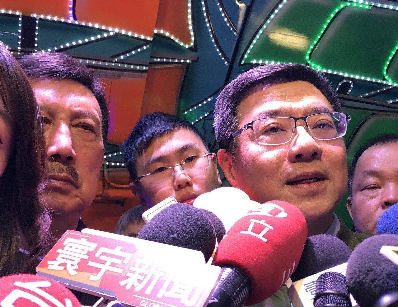 民進黨主席卓榮泰(右)今與余天上台謝票致詞後受訪。記者王敏旭/攝影