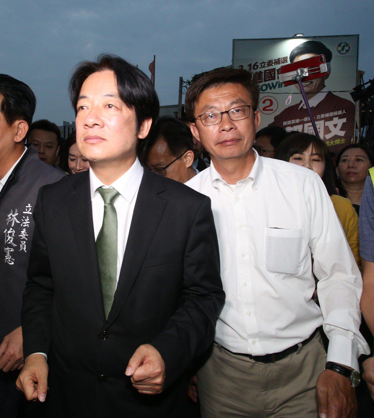 郭國文(右)贏得台南立委補選勝利,行政院前院長賴清德(左)特地前來道賀。記者劉學...