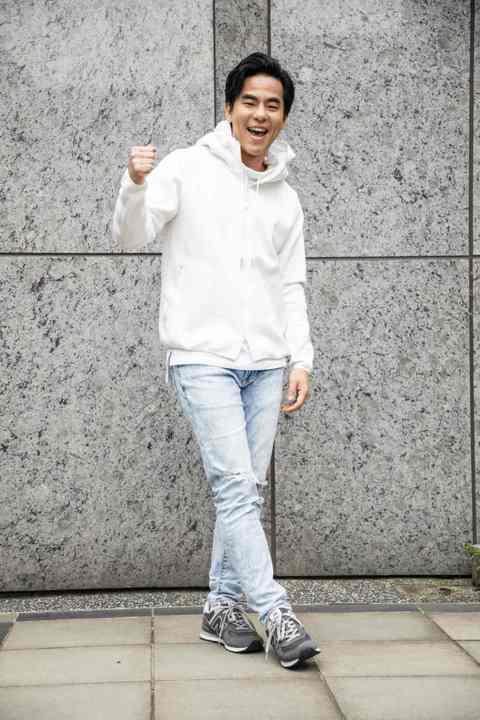 38歲歌手演員柯有倫和老婆Donna去年11月在台登記結婚後,3月29日將於香港補辦婚宴,因籌備婚禮忙昏頭的他,抽空客串TVBS新戲「天堂的微笑」,戲中主要演員林予晞、方志友因過去有合作情緣,3人重...