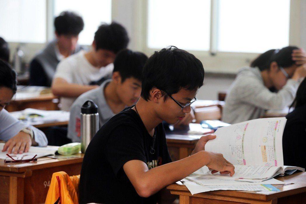 今年8月1日上路的108課綱,攸關全國50幾萬名學生的教科書難產。本報資料照片