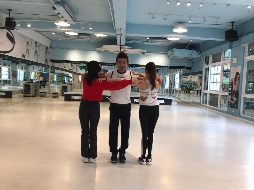 潘若迪熱跳三角舞。圖/艾迪昇提供