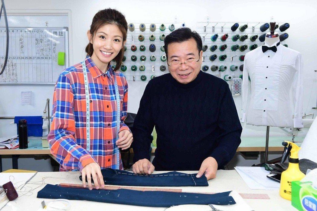 廖峻(右)、李千那在「寸尺」戲中,演出裁縫師、服飾品牌經理,父女檔對手戲十分精彩