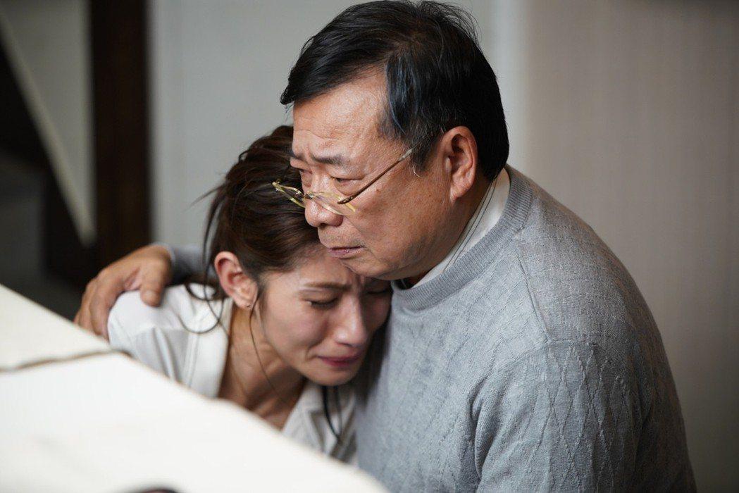 廖峻、李千那在「寸尺」戲中飾演父女。圖/華視提供