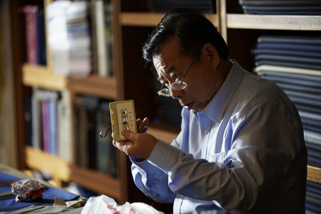 廖峻「在「寸尺」戲中飾演傳統裁縫師。圖/華視提供