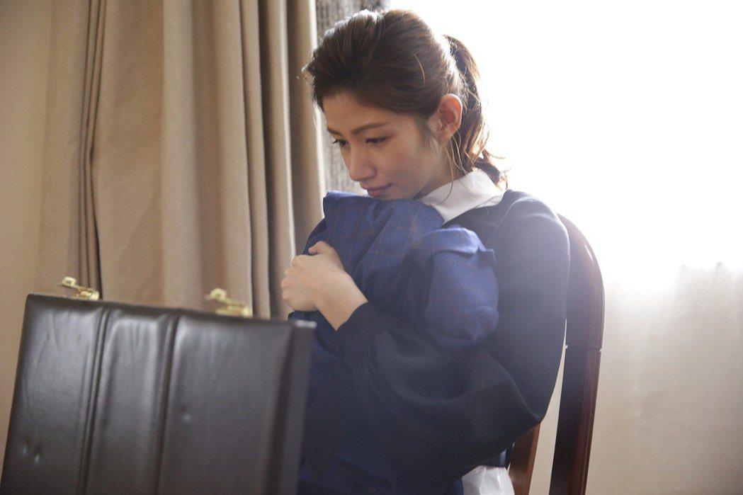 李千那在「寸尺」戲中飾演服飾品牌經理。圖/華視提供