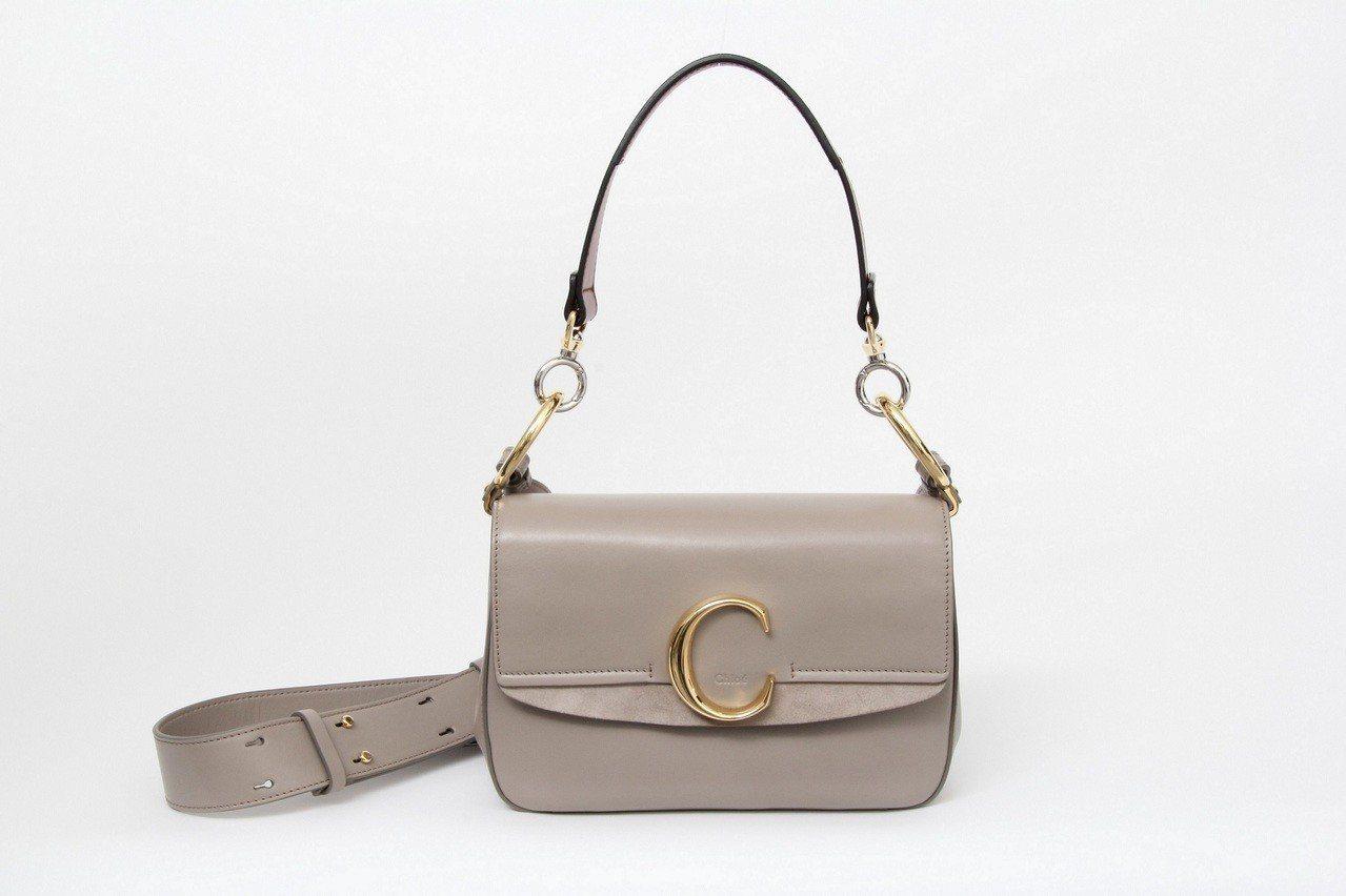 Chloé C Mini大象灰肩背手提兩用包,售價56,500元。圖/Chlo...