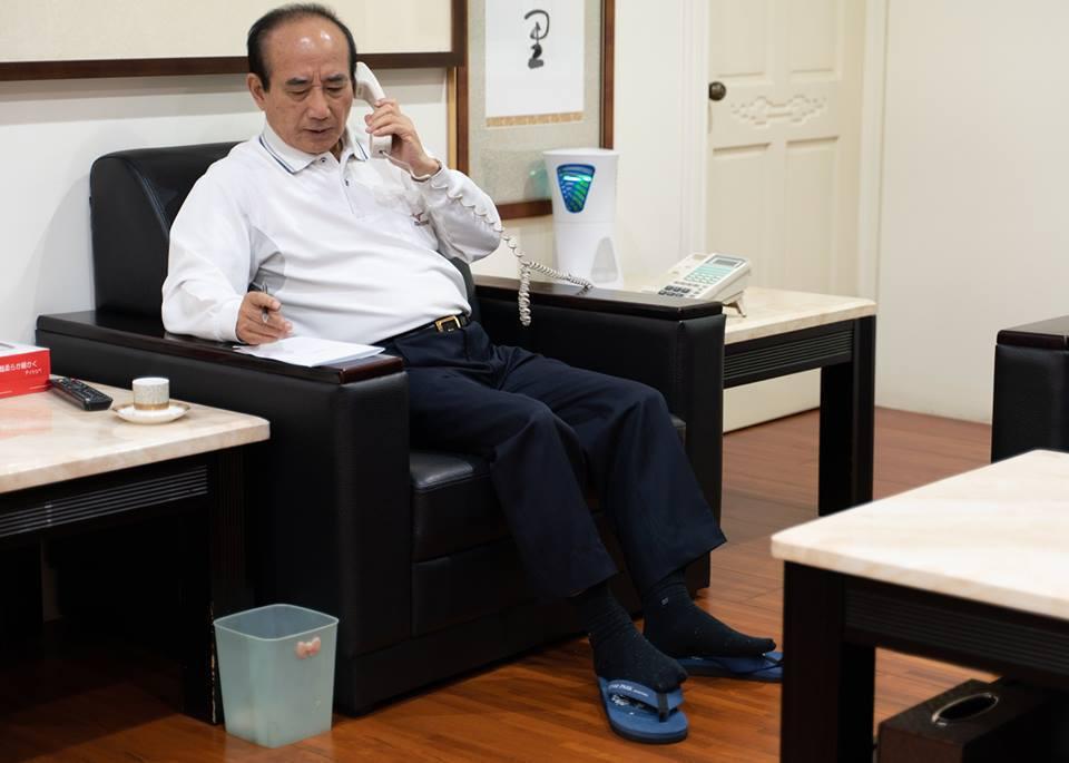 王金平的腰圍成為話題。 圖/取自台灣公道伯臉書