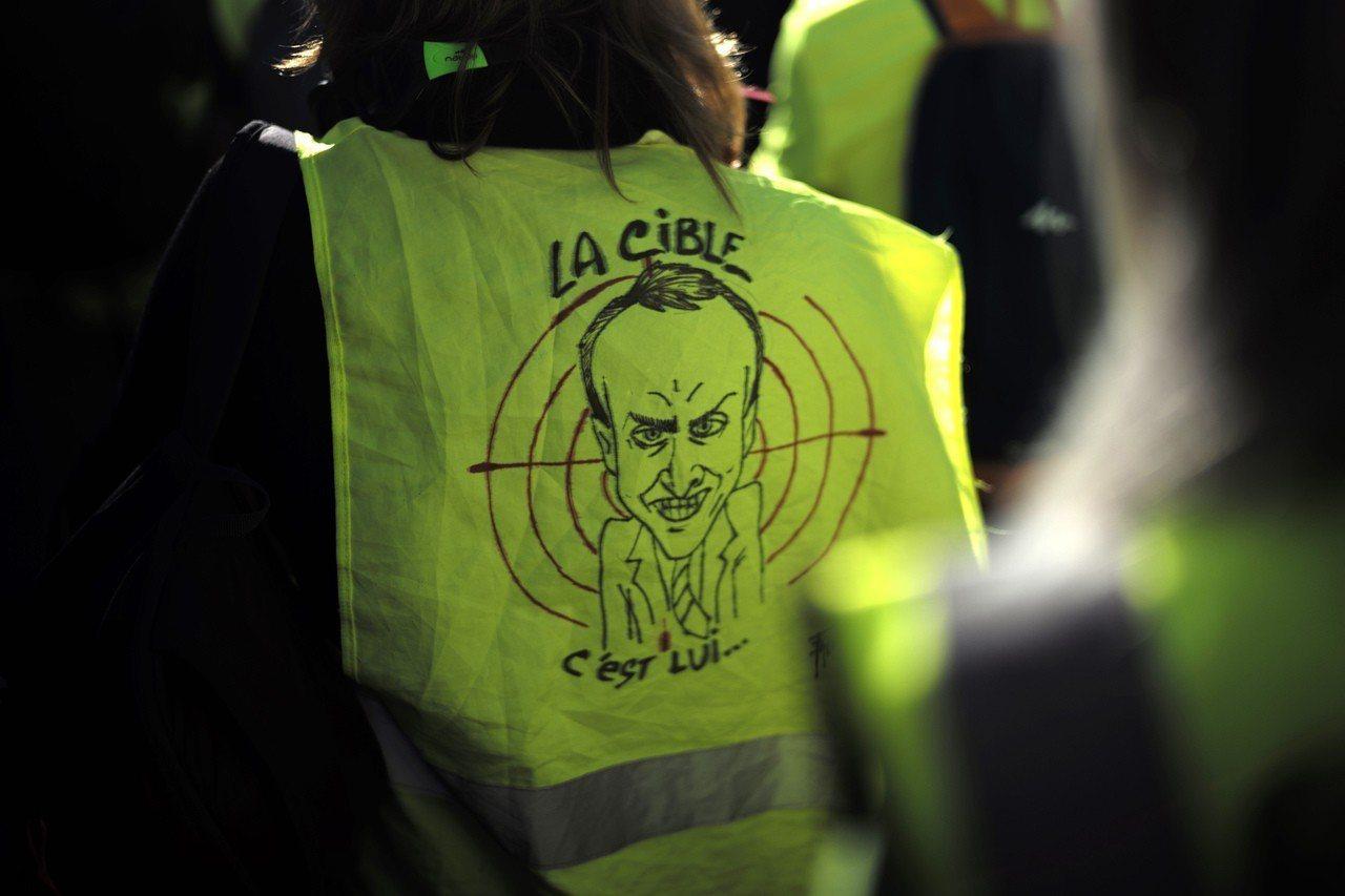 法國黃背心示威者與警方周末再度爆發衝突。 美聯社