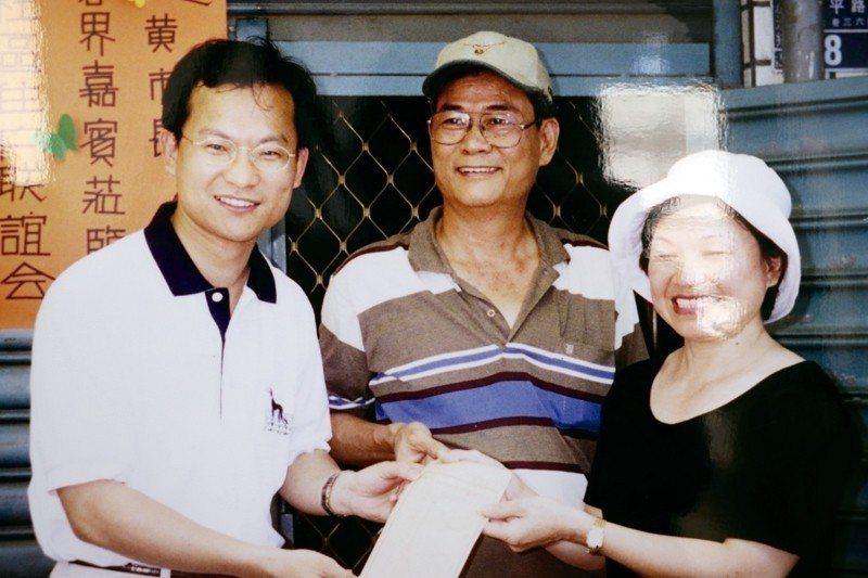 林麗卿(右起)與丈夫林中興曾是社區鄰長和主委,熱中推動社區營造。